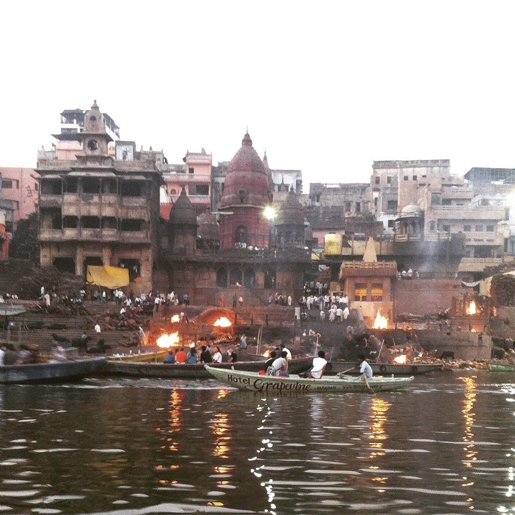 Vistas de Dasaswamed Ghat desde el Ganges