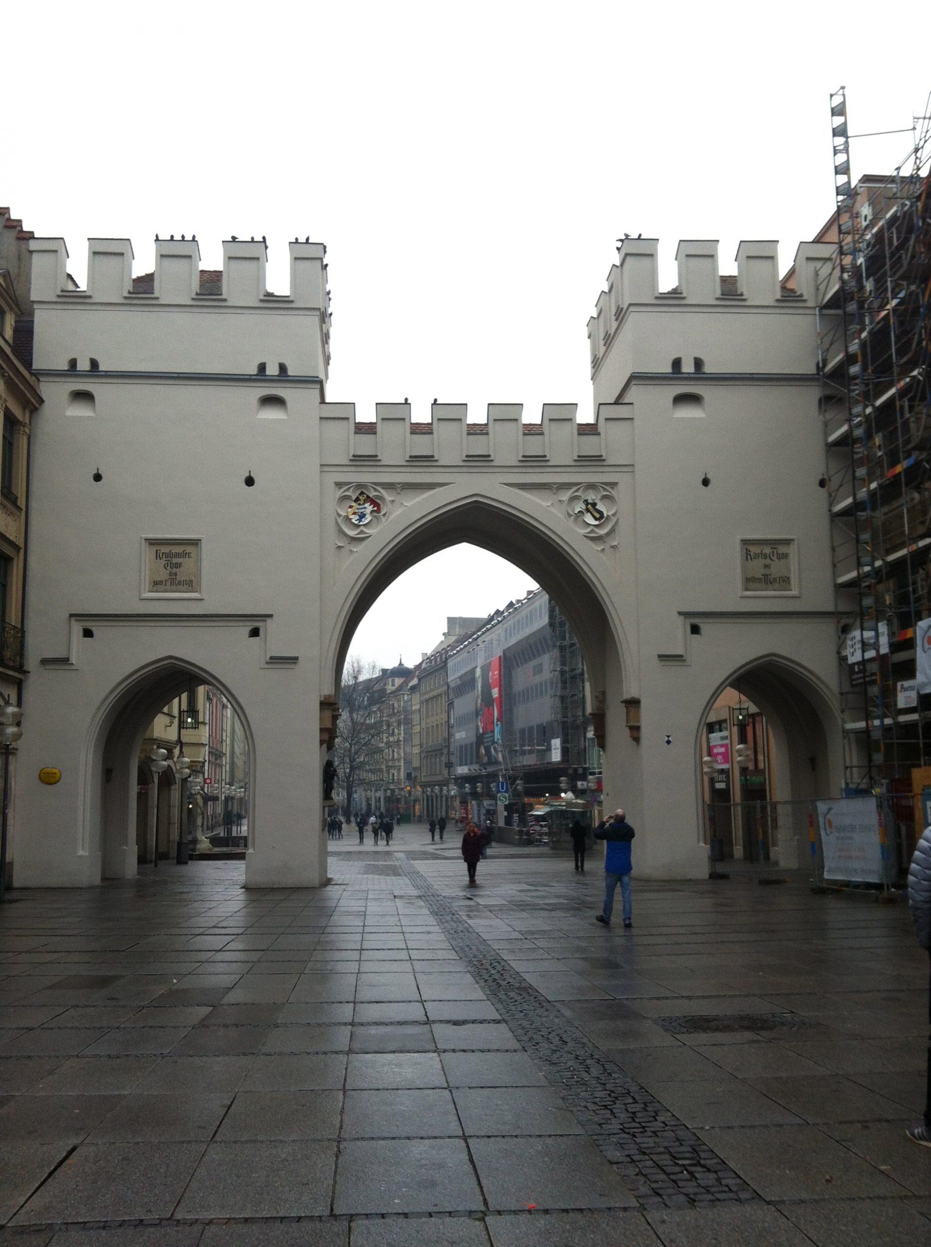 Puerta Karlstor. Puerta de entrada casco antiguo