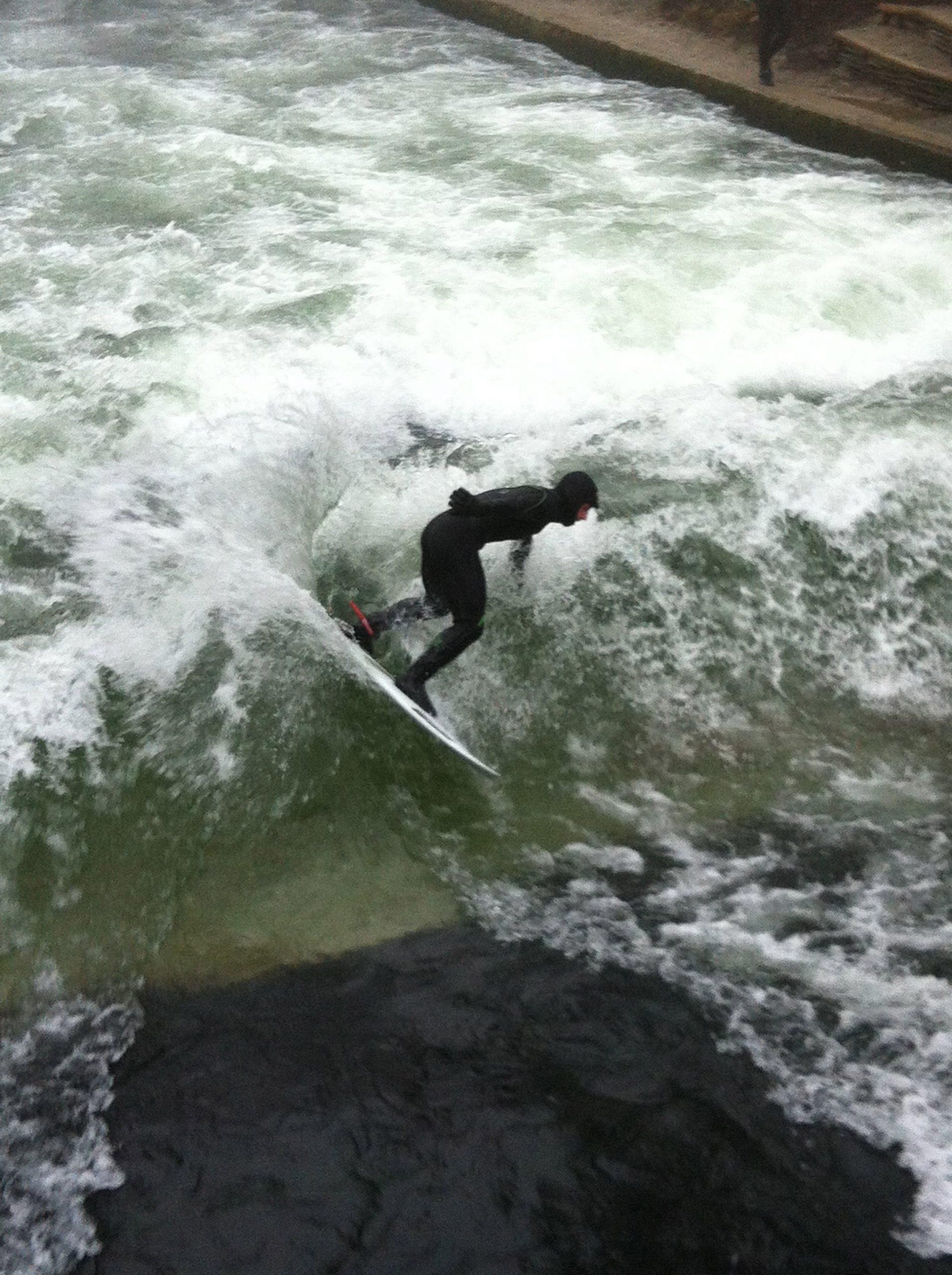Surfistas esperando Río Múnich