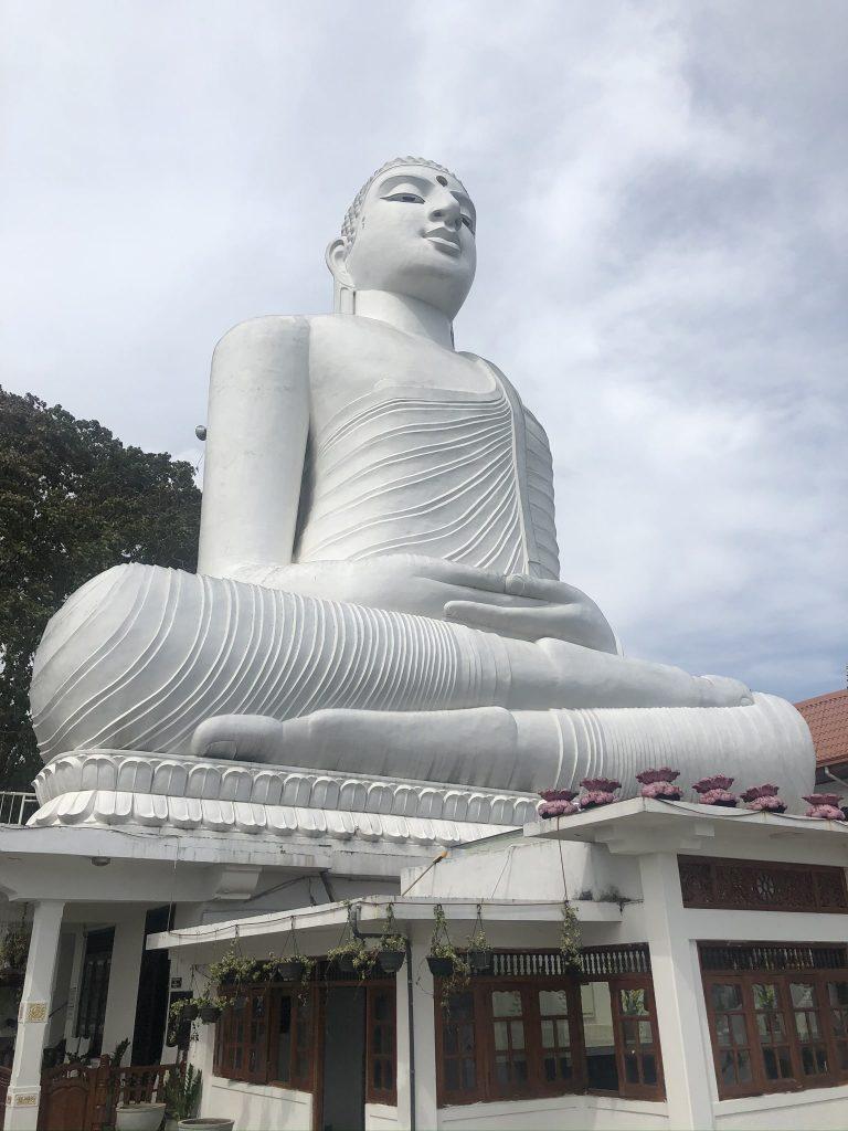 Buda-de-la-montaña-Kandy