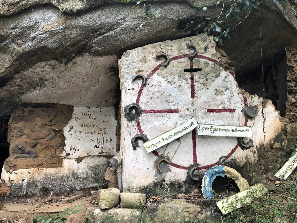 cueva-Udawattakele